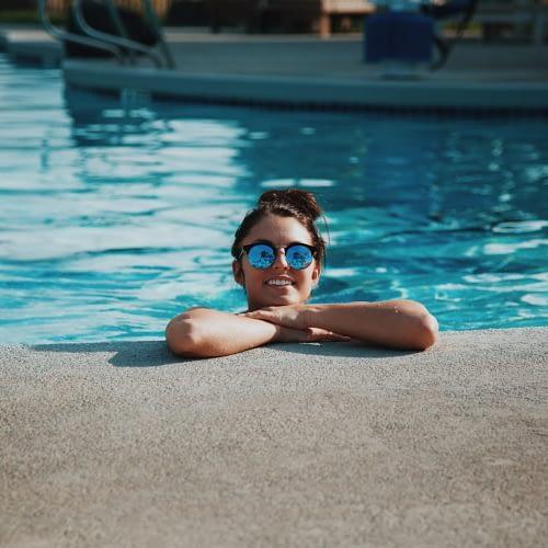 Fliesen und Feinsteinzeug für Schwimmbadsanierungen sowie An- Um- und Zubauten.